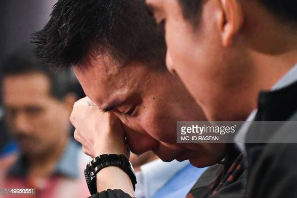 Malaysia's badminton player Lee Chong Wei cries during a press conference to announce his retirement in Putrajaya on June 13, 2019. - Cancer-hit...