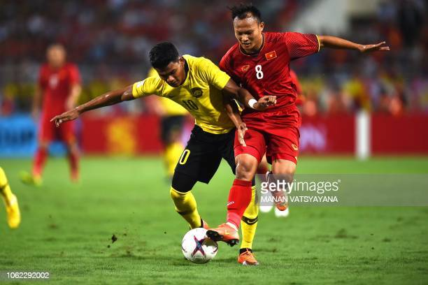 Malaysia's forward Shahrel Fikri Fauzi fights for the ball with Vietnam's defender Nguyen Trong Hoang during the 2018 AFF Suzuki Cup group A football...