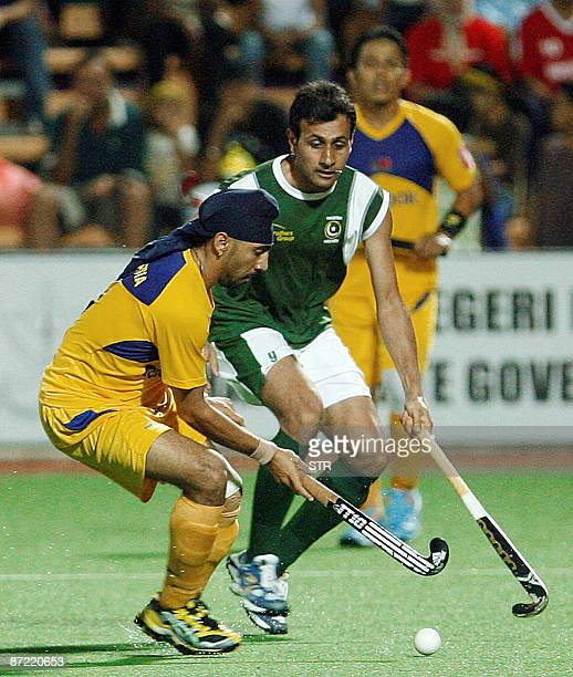 Malaysia's Kalvinder Singh vies for the ball with Pakistan's Abassi Shakei during their semifinal match at the Asia Cup field hockey tournament in...