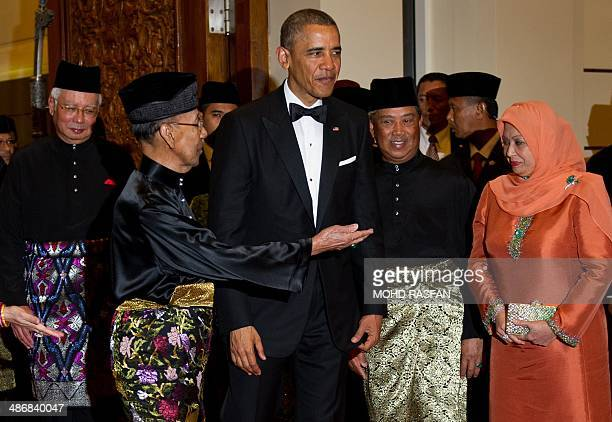Malaysia's King Abdul Halim Mu'adzam Shah addresses US President Barack Obama during the official state dinner at the National Palace in Kuala Lumpur...
