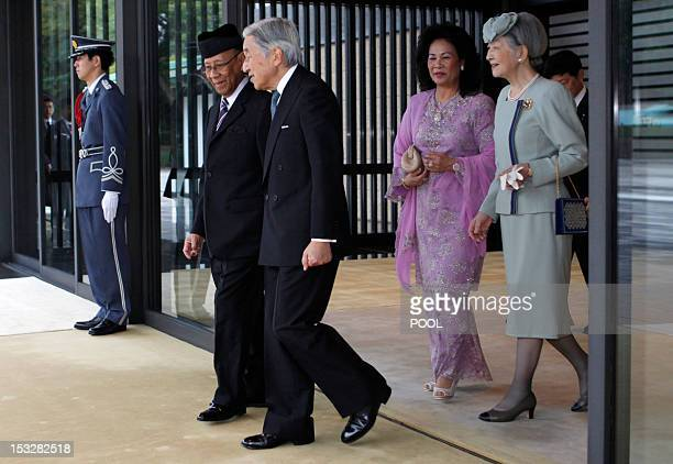 Malaysia's King Abdul Halim Mu'adzam Shah talks with Japan's Emperor Akihito as Queen Haminah Hamidun talks with Empress Michiko during a welcoming...