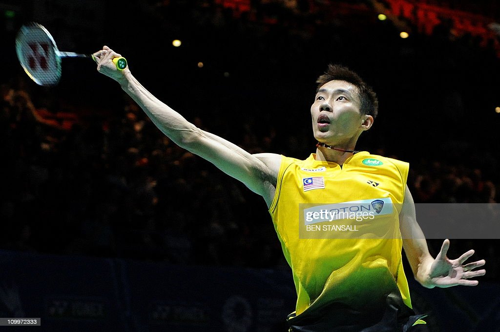 Malaysia's Lee Chong Wee returns a shot : News Photo