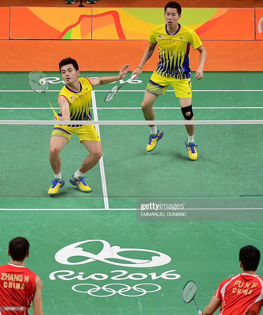 Malaysia's V Shem Goh and Malaysia's Wee Kiong Tan (L) return against China's Zhang Nan and China's Fu Haifeng during their men's doubles Gold Medal badminton match at the Riocentro stadium in Rio de Janeiro on August 19, 2016, for the Rio 2016 Olympic Games. / AFP / EMMANUEL