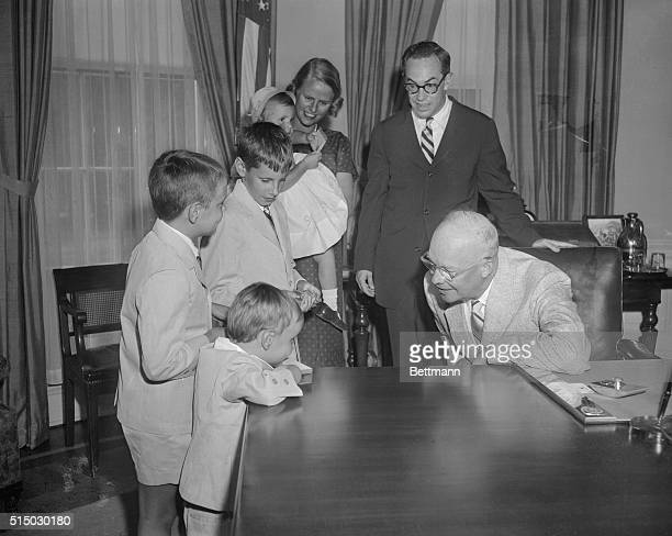 Malcolm Forbes Republican candidate for Governor in New Jersey his wife four sons and one daughter are greeted at the White House by President...