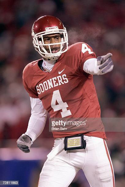 Malcolm Kelly of the Oklahoma Sooners points downfield against the Nebraska Cornhuskers during the 2006 Dr Pepper Big 12 Championship on December 2...