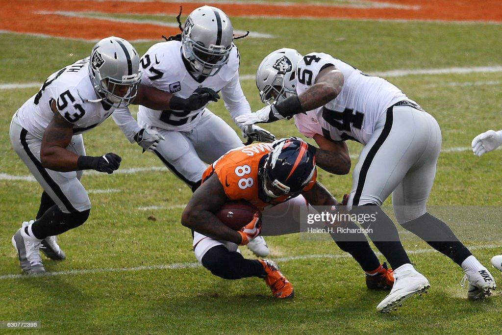 Denver Broncos vs. against the Oakland Raiders, NFL Week 17 : News Photo