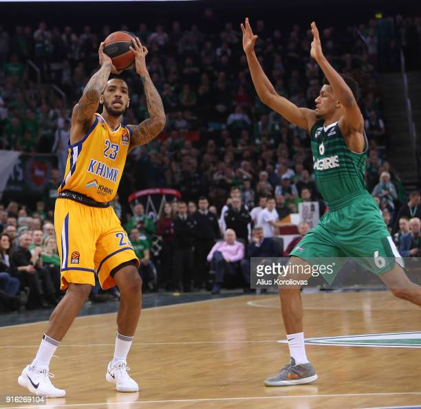 Malcolm Thomas #23 of Khimki Moscow Region competes with Axel Toupane #6 of Zalgiris Kaunas in action during the 2017/2018 Turkish Airlines...