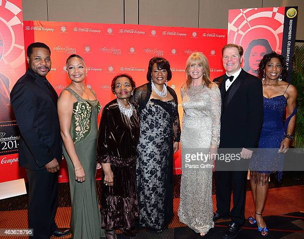 MalcolmJamal Warner Lisa Borders Christine King Farris Bernice King Laura Turner Seydel Rutherford Seydel and Dawnn Lewis attend the 2014 Salute To...