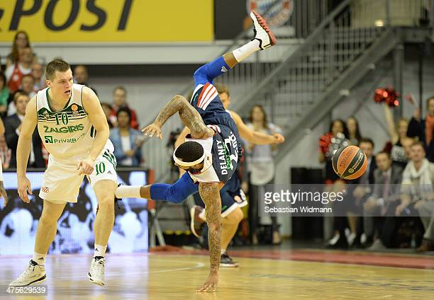 Malcom Delaney #23 of FC Bayern Munich competes with Vytenis Lipkevicius #10 of Zalgiris Kaunas during the 20132014 Turkish Airlines Euroleague Top...