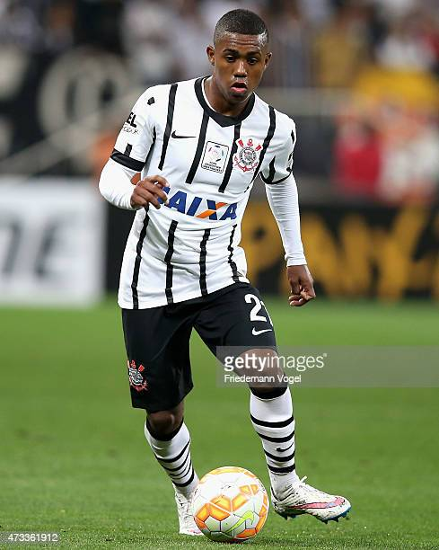 Malcom of Corinthians runs with the ball during a match between Corinthians and Guarani as part of round of sixteen of Copa Bridgestone Libertadores...