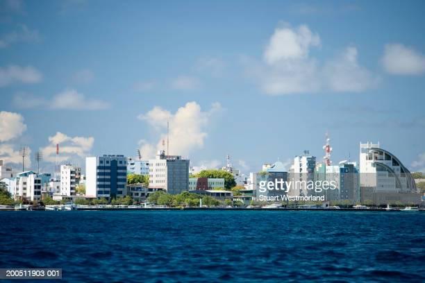 maldives, kaafu, male island, male, cityscape - hoofdstad stockfoto's en -beelden