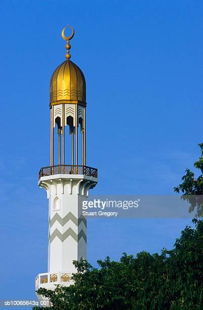 maldives, male, grand friday mosque minaret - moskee stockfoto's en -beelden