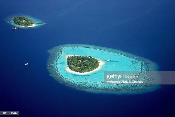 maldives: wonder of nature - isla fotografías e imágenes de stock