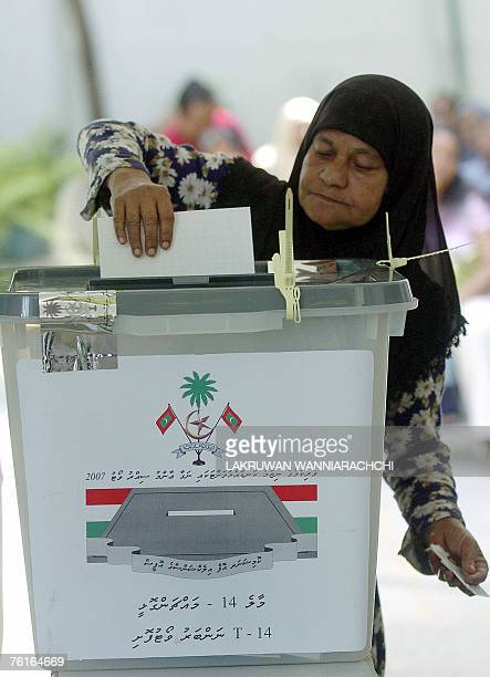 A Maldivian woman casts her vote at The Aminiya School in Male 18 August 2007 Voting in a landmark referendum got under way in the Maldives to decide...
