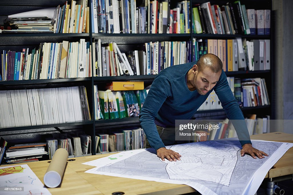Male architect working on project : Foto de stock