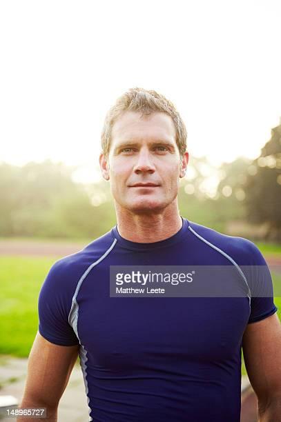 male athlete smiling - blonde forte poitrine photos et images de collection