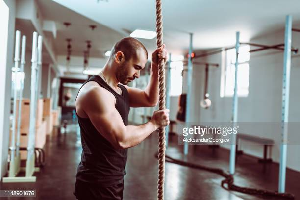 male body builder preparing for cardiovascular rope climbing - military exercise stock pictures, royalty-free photos & images