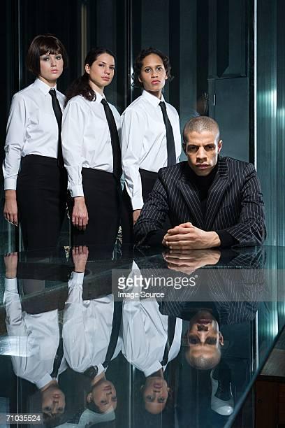 Männlichen Chef mit weiblichen Mitarbeiter