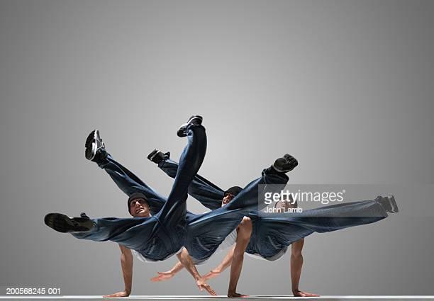 male breakdancer performing (multiple exposure) - 離れ技 ストックフォトと画像