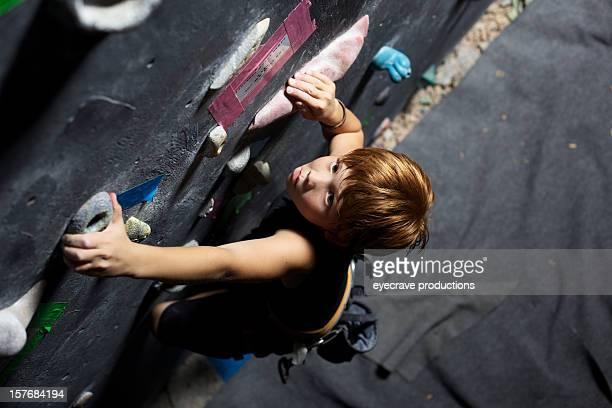 Männliche Kinder, Felsklettern Kletterhalle