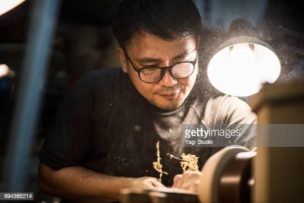 男性の職人がスタジオでの作業 - 職人 ストックフォトと画像