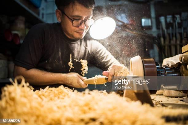 男性の職人がスタジオでの作業 - 美術工芸 ストックフォトと画像