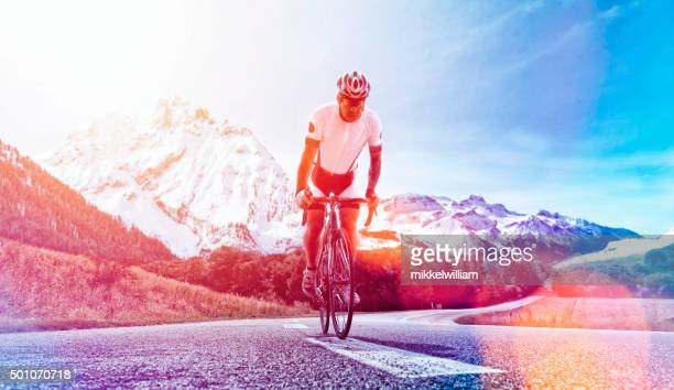 雄マウンテンバイク乗り自転車専門の山々