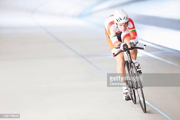 Männliche Radfahrer Reiten Fahrrad