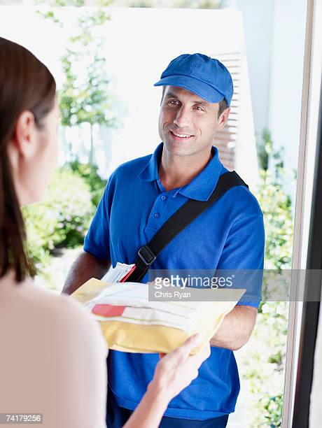 雄配達ギブパッケージを女性