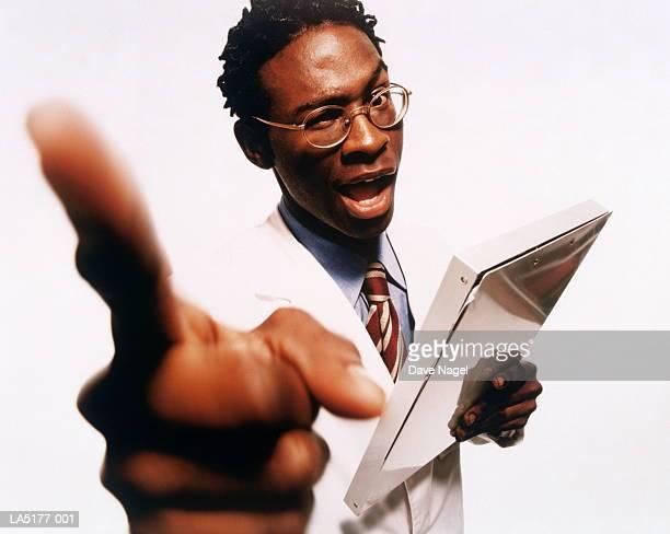 male doctor pointing finger, portrait (wide angle) - weitwinkelaufnahme stock-fotos und bilder