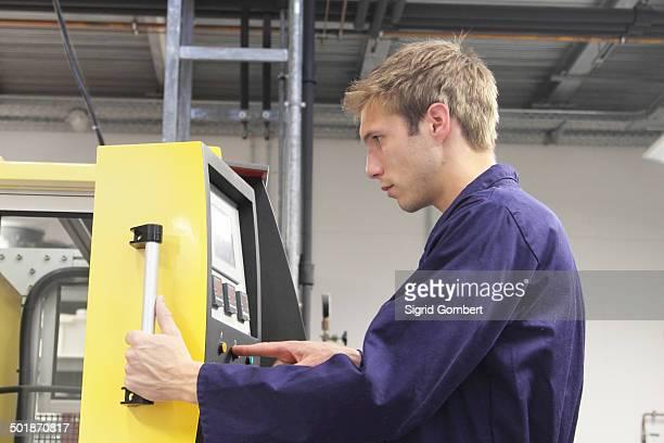 male engineer testing machine control panel in factory - sigrid gombert stock-fotos und bilder