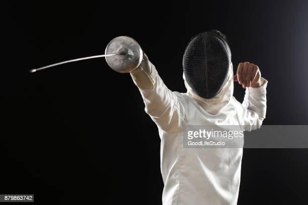 esgrimista masculina - esgrima esporte de combate - fotografias e filmes do acervo