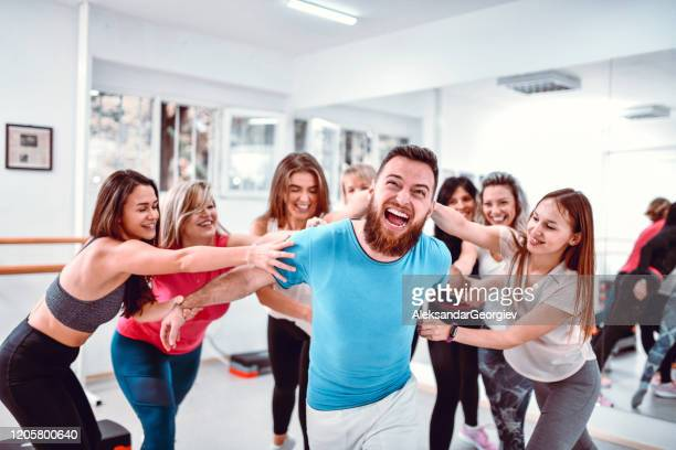 male getting bullied by females in gym - female torture stock pictures, royalty-free photos & images