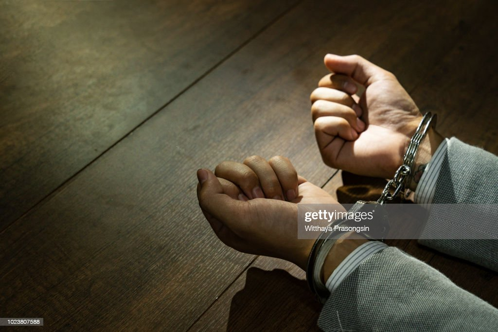 male hands in handcuffs : Foto de stock