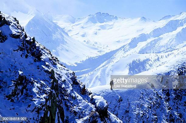male hiker mountaineering in winter - コロラド州 アスペン ストックフォトと画像