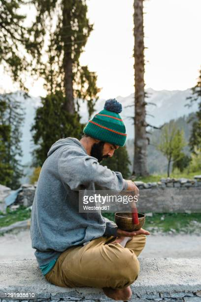 male hiker playing outdoors on rin gong - rin gong stock pictures, royalty-free photos & images