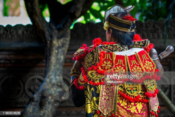 male in traditional cloth for barongan dance - shaifulzamri stock-fotos und bilder