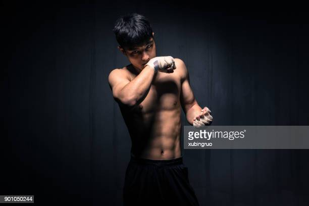 male is boxing - muay thai imagens e fotografias de stock