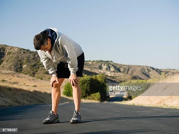 male jogger resting - exaustão imagens e fotografias de stock