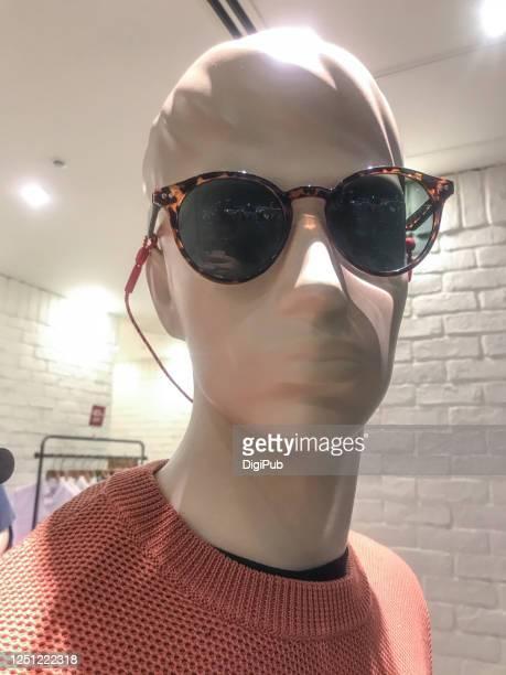 male like mannequin wearing sunglasses - 実物大 ストックフォトと画像