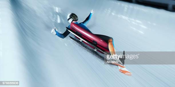 luger mâle tomber du traîneau sur la piste de luge - événement sportif d'hiver photos et images de collection