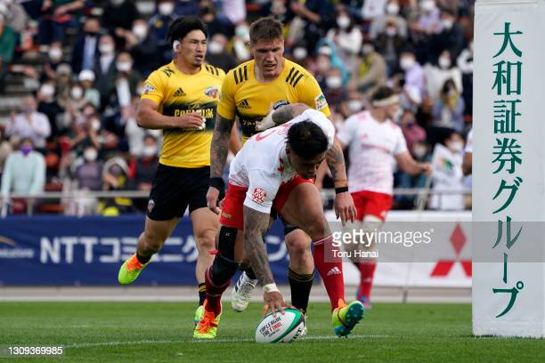 Male Sau of the Toyota Verblitz grounds the ball to score his side's second try during the Top League match between Toyota Verblitz and Suntory...
