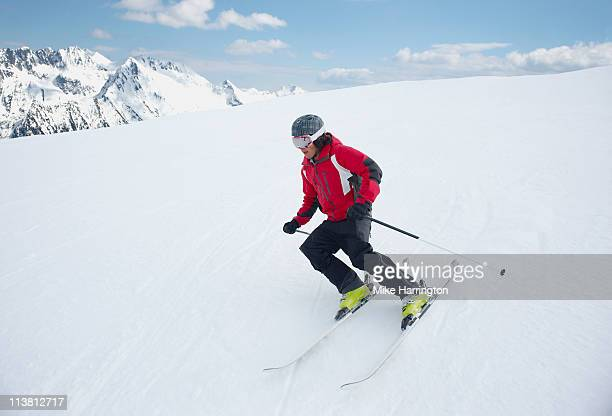 male skier edging down bansko mountains - bansko foto e immagini stock
