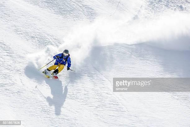 Homme de skieur de neige