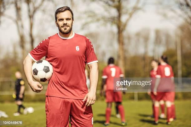 manliga fotbollsspelare. - fotboll lagsport bildbanksfoton och bilder