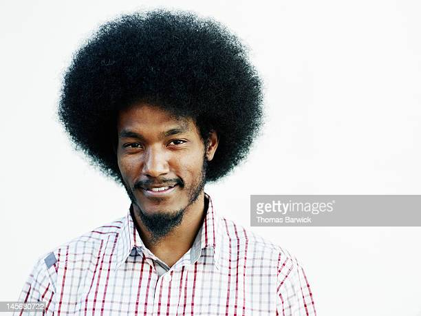 male standing against white background smiling - afro - fotografias e filmes do acervo