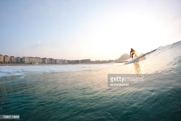 atardecer surfista - pais vasco fotografías e imágenes de stock