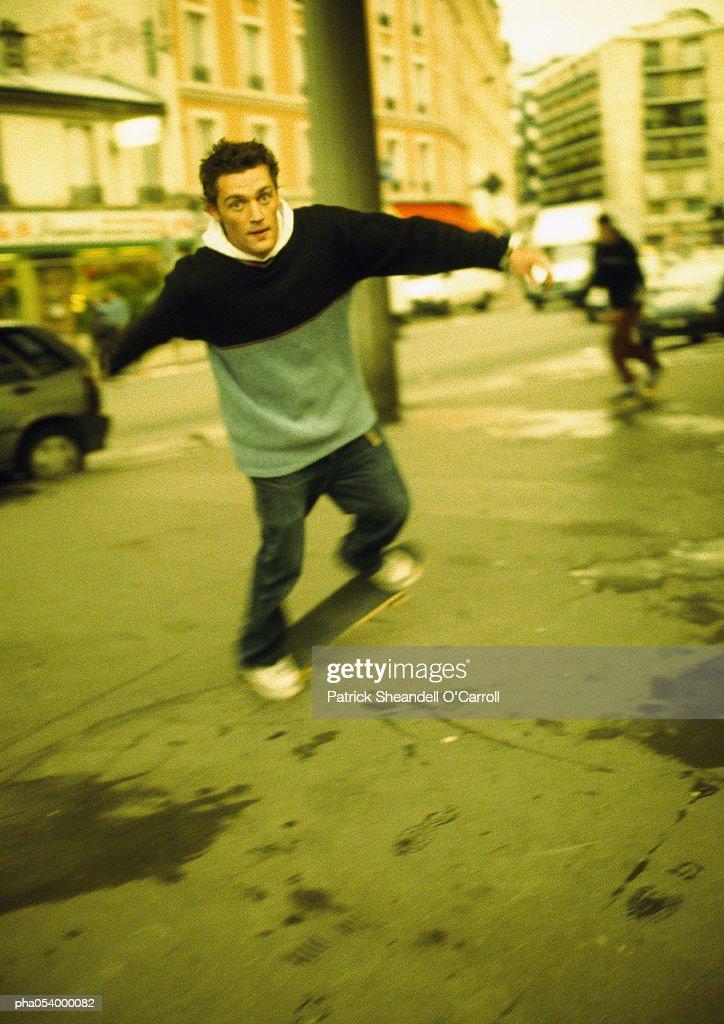 Male teenager on skateboard, blurred : Stockfoto