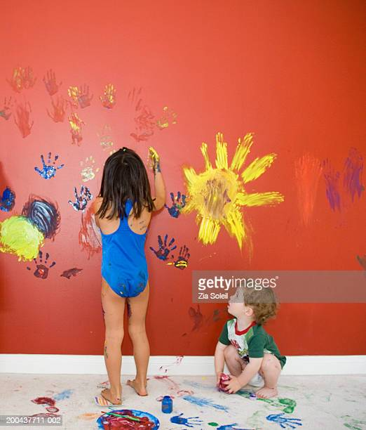 male toddler (12-15 months) wathing girl 4-6) fingerpainting - dirty little girls photos stock pictures, royalty-free photos & images
