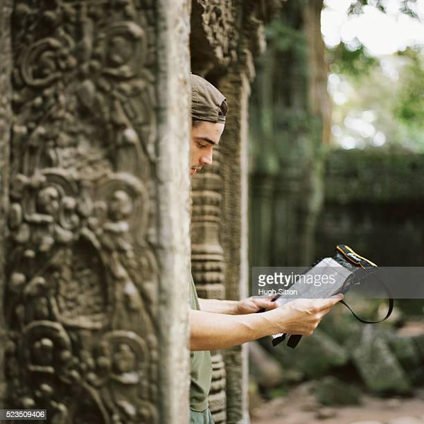 male tourist studying map at temple ruins - hugh sitton imagens e fotografias de stock